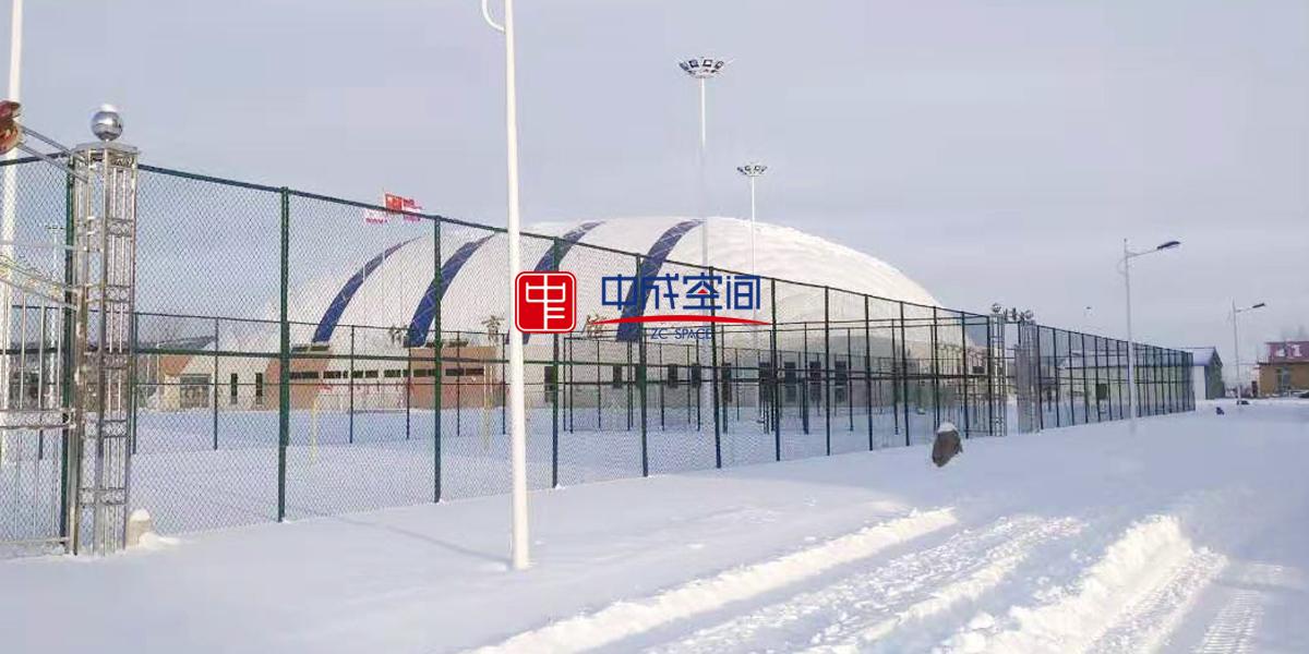 气膜体育馆雪景