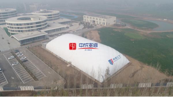 搭建一个气膜体育馆建筑的造价是多少?